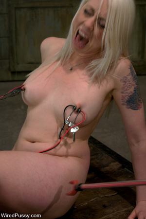 Lusty blonde gets wired and zapped on ni - XXX Dessert - Picture 2