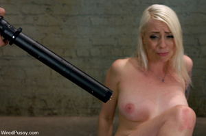 Lusty blonde gets wired and zapped on ni - XXX Dessert - Picture 8
