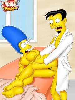 Marge Simpson and porn Foxxy getting their caves - Picture 1