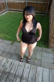 curvy brunette mom glasses