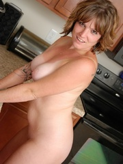 Naughty chubby tattoo chick drops towel in kitchen to - Picture 12
