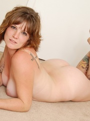 Charming cute eyes chubby tattooed babe drops rainbow - Picture 9