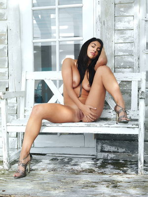 Dark-haired lady with a shaved snatch po - XXX Dessert - Picture 8