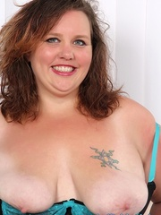 Tattooed brunette BBW in black and blue lingerie gets - Picture 3