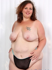 Tattooed brunette BBW in black and blue lingerie gets - Picture 4