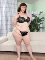 Redhead with fatty folds and in black lingerie takes it - Picture 2