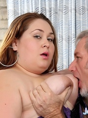 BBW fucks on old man on a green sofa and gets a facial. - Picture 2