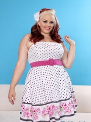 Gargantuan gal in a polka dot dress and black floral - Picture 1