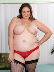 Plumper chick in red and black lacy lingerie strips but - Picture 3