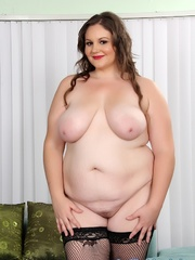 Plumper chick in red and black lacy lingerie strips but - Picture 7