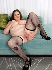Plumper chick in red and black lacy lingerie strips but - Picture 10