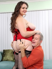 Old fart fucks jelly-belly babe in red lingerie and - Picture 4