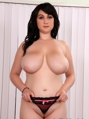 Chubby raven-haired beauty in a black dress spreads - Picture 7