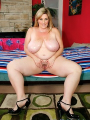 Freckled fatty in black panties and a shiny bra strips - Picture 9