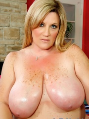 Freckled fatty in black panties and a shiny bra strips - Picture 14