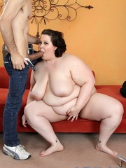 Lucky little guy gets fat brunette laid on a red sofa. - Picture 5