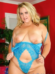 Supersized blonde in blue lacy lingerie shows her smooth - Picture 4