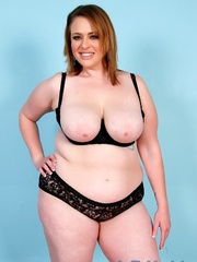 Chubby brown-haired dame in black lacy lingerie disrobes - Picture 3