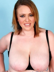 Chubby brown-haired dame in black lacy lingerie disrobes - Picture 4