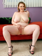 Chubby brown-haired dame in black lacy lingerie disrobes - Picture 9
