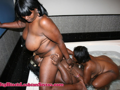Three chubster girls have lesbian sex in a big bathtub. - Picture 14