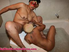 Lezzie lovers do it in the bedroom and in the tub. - Picture 13