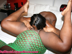 Betty Boo eats the clam of neon green fishnet clad Black - Picture 16