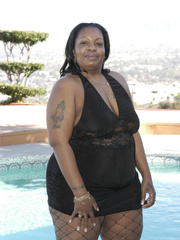 Hefty black honey, Carmyell, shows off poolside and and - Picture 1