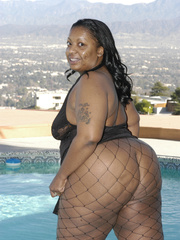 Hefty black honey, Carmyell, shows off poolside and and - Picture 2