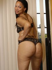 Lingerie clad Keisha Kamble has small tits and a fat ass - Picture 3