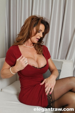 Breathtaking ginger MILF in sexy lingeri - XXX Dessert - Picture 4