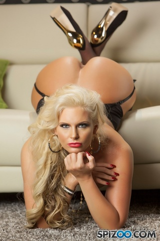 extra sexy hot blonde