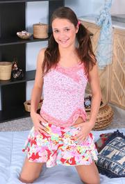 teen wearing pink leafy