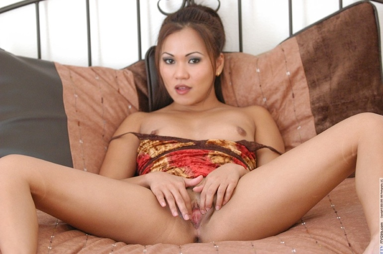 Bigger naked slutty women
