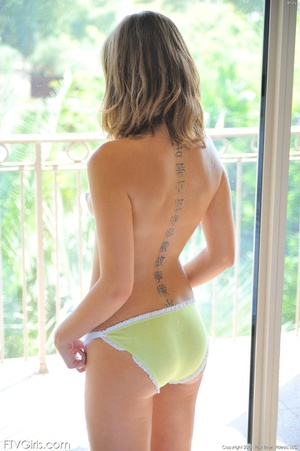 Riley Reid nipple stretching - XXX Dessert - Picture 3