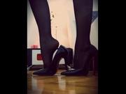 brunette stockingsqueen striptease
