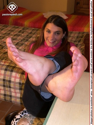 Long-haired chick in a rose turtleneck and jeans takes off her socks to show her nice toes - XXXonXXX - Pic 4