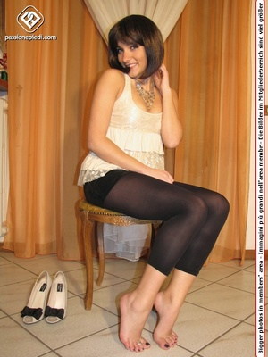 Cute teeny in a beige blouse and leggings takes off her shoes to flaunt her toes - XXXonXXX - Pic 3