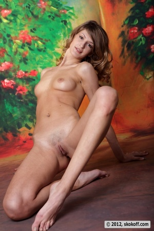 Sensational broad in the raw lays a finger on her clam in the studio. - XXXonXXX - Pic 6