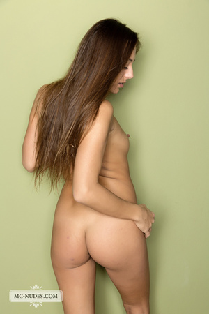 Juicy nympho in brown heels shows off her large lips in front of a green wall. - XXXonXXX - Pic 12