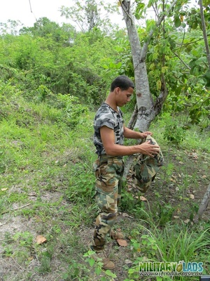 Dude takes off his camo threads and beats his meat near a tree. - XXXonXXX - Pic 3
