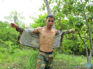 Dude takes off his camo threads and beats his meat near a tree. - XXXonXXX - Pic 11
