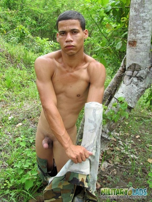 Hunk drops his camo uniform to jack off in the woods. - XXXonXXX - Pic 9