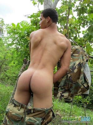 Hunk drops his camo uniform to jack off in the woods. - XXXonXXX - Pic 12