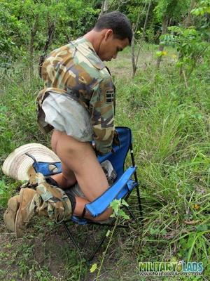 Bloke in camo gear spanks his monkey in the woods. - XXXonXXX - Pic 11