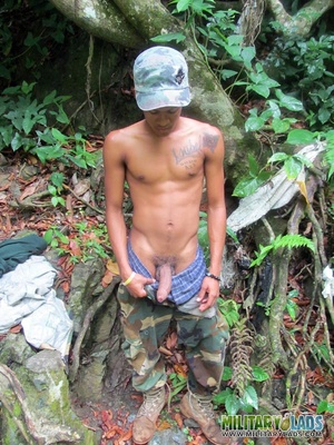 Young man drops his camo gear and gets in the river naked. - XXXonXXX - Pic 7