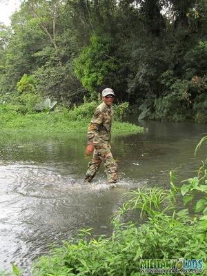 Buddies in camo gear get into some homo action in the river. - XXXonXXX - Pic 2