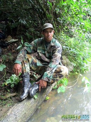 Buddies in camo gear get into some homo action in the river. - XXXonXXX - Pic 4