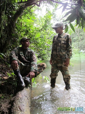 Buddies in camo gear get into some homo action in the river. - XXXonXXX - Pic 6