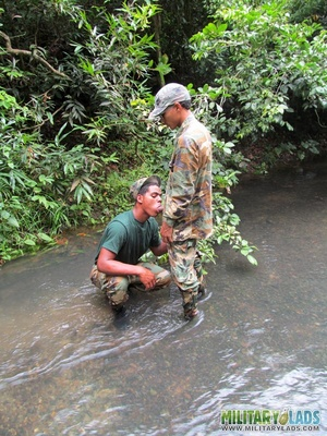 Guys in camo get some cock sucking going in the river. - XXXonXXX - Pic 4